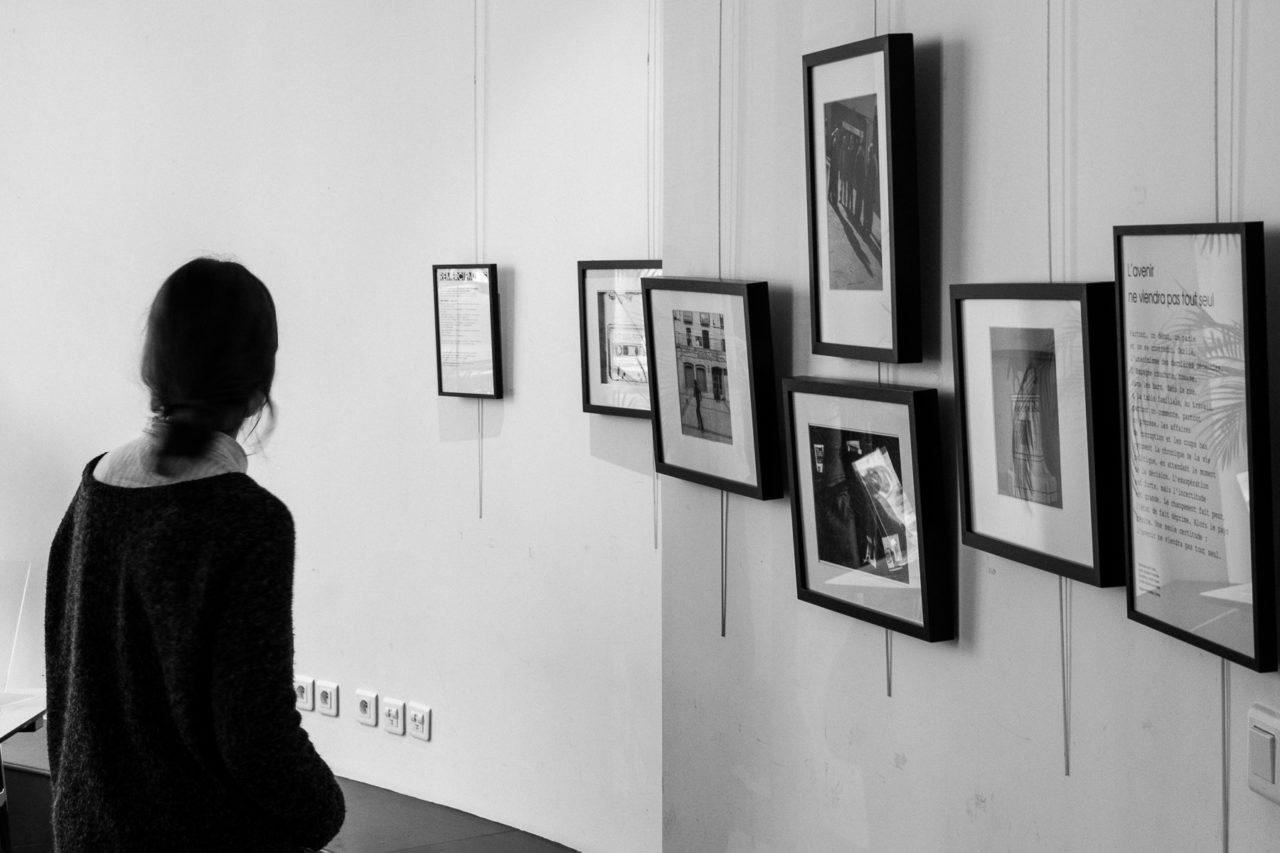 Perspectiva de la exposición Luces y sombras de España – Imágenes de un país que espera